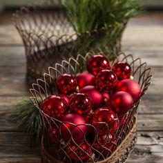 Combine little elements to set the festive mood. #merrychristmas #mossmountain #comeseeus #decor #ShopPAllen #sharethebounty