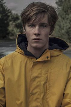 Already Missing Stranger Things? Your Next Netflix Obsession Is Coming - - Already Missing Stranger Things? Your Next Netflix Obsession Is Coming Are You Not Entertained? Stranger Things, Imagenes Dark, Louis Hofmann, T Movie, Netflix Movies, Dark Wallpaper, Girl Photo Poses, Character Inspiration, Actors & Actresses