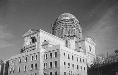 Oratoire St-Joseph construction 1937 dôme couvert de cuivre.   Flickr - Photo Sharing! St Joseph, Canada, Under Construction, Pisa, Louvre, Tower, Photos, Saint, Building