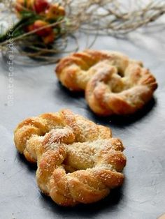 COVRIGI POLONEZI | Rețete Fel de Fel Romanian Desserts, Romanian Food, Cooking Bread, Cooking Recipes, Sweet Dough, Home Food, Sweet Bread, Food And Drink, Yummy Food