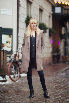 Pure Minimalism - love her boots & coat