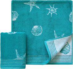 Ein echter Klassiker sind die Handtücher »Seashell« der Marke Dyckhoff. Mit einem tollen Muster aus Muscheln, Seesternen und Schnecken ist das Handtuch ein toller Hingucker im Badezimmer. Das flauschig weiche Walkfrottee Material ist besonders hautfreundlich und zeigt das Design wunderbar klar. Die Wendeseite der Handtücher zeigt sich farblich gespiegelt zur Vorderseite. So sind die Motive einm...