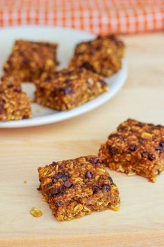 Healthy Pumpkin Chocolate Chip Oatmeal Bars. They're the best this time of year.