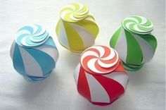 Origami Maniacs: Ten-Sided Yin Yang Globe By Oschene (Philip Chapman-Bell). They look like little peppermints! Craft Activities For Kids, Crafts For Kids, Arts And Crafts, Craft Ideas, Easy Paper Crafts, Diy Crafts, Diy Paper, Diy Gift Box, Gift Boxes