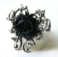 Victorian Black Rose Ring in Silver.