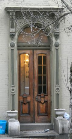 Antique Doors, Old Doors, Old Windows, Windows And Doors, Knobs And Knockers, Grand Entrance, Exterior Doors, Closed Doors, Beautiful Space