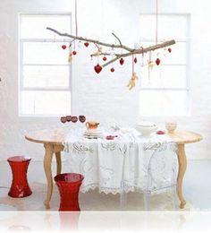 이미지 출처 http://www.elenahome.com/wp-content/uploads/2015/11/home-and-interiors-magazine-scandinavian-christmas-decor-how-to-decorate-without-a-christmas-tree-720x794-615x678.jpg