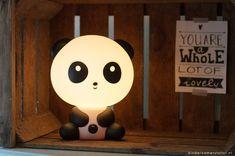 #Jongens #babykamer met bijzonder #Panda lampje   Kinderkamerstylist