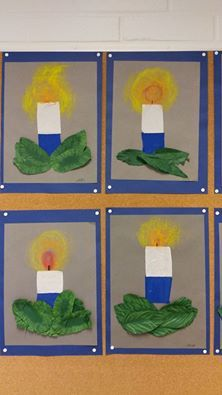 Itsenäisyyspäiväkynttilät vahaliiduilla tai valkoisesta ja sinisestä kartongista. Lehdet vihreälle kartongille, puuvärillä lehtiruodit.