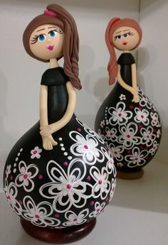 Beautiful gourd dolls - Measures approximately each. Glass Bottle Crafts, Diy Bottle, Bottle Art, Clay Wall Art, Clay Art, Clay Crafts, Diy And Crafts, Chicken Crafts, Decorative Gourds