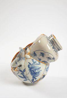 Les maîtres céramistes coréens qui fabriquent de manière traditionnelle des reproductions de haute qualité des vases et ustensiles anciens en détruisent plus de 70% car ils ne sont pas d'une qualité acceptable pour eux. Née à Séoul, l'artiste Yeesookyung récupère ces rebuts et en assemble méticuleusement les pièces à la manière d'un puzzle en trois …