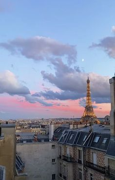 City Aesthetic, Travel Aesthetic, The Places Youll Go, Places To Go, Torre Eiffel Paris, Jolie Photo, Travel Goals, Aesthetic Pictures, Dream Vacations