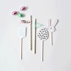 Free printable Easter Cake Toppers!
