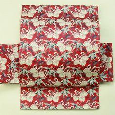 Red and leaves pattern, nagoya obi / 普段使いに 赤地 植物柄 全通八寸名古屋帯   #Kimono #Japan  http://www.rakuten.co.jp/aiyama/