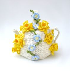 Crochet tea cosy Spring flowers teapot cozy floral cosies crocheted cottage chic kitsch cozy with daffodils and forget me nots. via Etsy. Crochet Flower Patterns, Crochet Flowers, Knitting Patterns, Scarf Patterns, Knitting Tutorials, Crochet Home, Love Crochet, Hand Crochet, Grannies Crochet