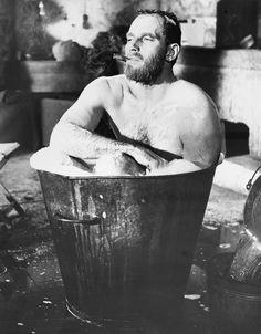 Risultati immagini per man in vintage bathtub Western Film, Western Movies, Dundee, Gina Lollobrigida, Hollywood Actor, Old Hollywood, Classic Hollywood, Richard Gere, Westerns