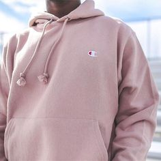 urbanoutfitters Everybody's favorite hoodie is only at UO.  The @Champion Reverse Weave Sweatshirt: SKU #40079881 #UOExclusives #UOMens @UrbanOutfittersMens : @_jsete + @mattredwards 2016/11/05 04:58:20