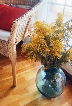 """<font color="""" proudly presents Ideas to decorate with a damjuana. Home Decor Trends, Dried Flowers, Floral Arrangements, Glass Vase, Room Decor, Table Decorations, Color, Style, Bottles"""