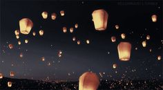 Animated gif discovered by Cillyhammes. Find images and videos about gif, sky and Dream on We Heart It - the app to get lost in what you love. Mode Poster, Floating Lanterns, Sky Lanterns, Paper Lanterns, Chinese Lanterns, Pretty Lights, Pretty Sky, Aesthetic Gif, Anime Scenery