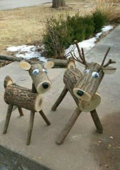47 Christmas Decoration Ideas for Outdoor Parties Wood Log Crafts, Christmas Wood Crafts, Christmas Projects, Holiday Crafts, Christmas Time, Christmas Ornaments, Reindeer Decorations, Christmas Party Decorations, 242