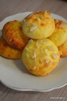 gogosele cu parmezan migdale ou Lucky Cake, Parmezan, Muffin, Food And Drink, Potatoes, Vegetables, Breakfast, Recipes, Pizza