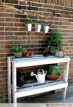 107 Used Wood Pallet Projects and Ideas - Snappy Pixels Yet another cute food serving area for a bbq