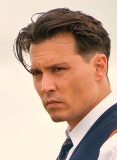 Johnny Depp Public Enemies, Brad Pitt Fury Haircut, Johnny Depp Hairstyle, Middle Part Hairstyles Men, Best Hairstyles For Older Men, Low Fade Curly Hair, Wavy Hair Men, 90s Haircuts, Haircuts For Men