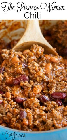 This hearty chili recipe from The Pioneer Woman has a perfect blend of seasonings, ground beef, and beans. It's Stove Top, Crock Pot, and Instant Pot friendly and will quickly become your best chili recipe! # chili recipe easy The Pioneer Woman Chili Hearty Chili Recipe, Best Chili Recipe, Chilli Recipes, Soup Recipes, Beef And Beans Recipe, Easy Beef Recipes, Easy Chili Recipe Stove Top, Easy Chili Recipe With Tomato Juice, Chili Recipe Quick And Easy