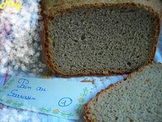 Pain au sarrasin (ou Pain au blé noir)         300 ml d'eau (je devrai peut être essayer d'en mettre un peu moins la prochaine fois, mon pâton était un peu trop liquide, j'ai dû rajouter de la farine T65)      100 gr de farine de sarrasin      350 gr de farine T65 + 1 c à s de farine      6 gr de sel      7 gr de levure fermentescible      1 c à c de jus de citron  programme 1 (pain normal) – 750 gr – croûte foncée.