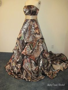 Military Brides & Couples Who Love The Outdoors - A line of camo bridal gowns camoflauge wedding dresses Pink Camo Wedding Dress, Camouflage Wedding Dresses, Girls Fancy Dresses, Camo Wedding Dresses, Country Wedding Dresses, Pretty Dresses, Beautiful Dresses, Country Weddings, Cowgirl Wedding