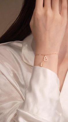 Jewelry Design Earrings, Gold Earrings Designs, Custom Earrings, Bracelet Designs, Fairy Jewelry, Hand Jewelry, Cute Jewelry, Fancy Jewellery, Gold Jewelry Simple