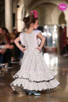 Couture Fashion, Baby Dress, Kids Fashion, Flower Girl Dresses, Costumes, Wedding Dresses, Instagram, Long Dresses For Wedding, Knitting Needles