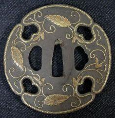 """Rare Edo Japanese Genuine Antique TSUBA of Katana """"Arabesque"""" -629"""