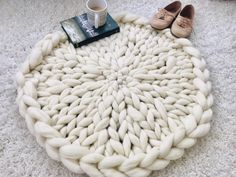 Rug, Round Rug, Knitted Circular Rug, Super Chunky Merino - how to crochet chunky blanket Thick Knitted Blanket, Hand Knit Blanket, Chunky Blanket, Knit Pillow, Knitted Blankets, Diy Blankets, Chunky Knit Throw Blanket, Lap Blanket, Merino Wool Blanket