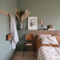 natural, calming interior design inspiration - For the home - Bedroom Bedroom Green, Home Bedroom, Bedroom Ideas, Green Bedding, Design Bedroom, Green Bedrooms, Bedroom Decor For Women, Warm Bedroom, Budget Bedroom