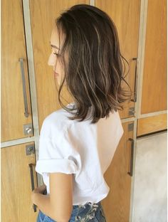 Pin on ヘアスタイル Highlights For Dark Brown Hair, Hair Highlights, Medium Hair Styles, Short Hair Styles, Middle Hair, Hair Arrange, Hair Images, How To Make Hair, Love Hair