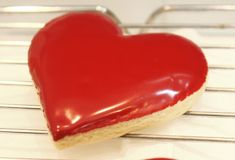 Glaze Icing Recipe - How To Ice Cookies Without An Piping Bag (Icing the Easy Way) fabulous-recipes Galletas Cookies, Iced Cookies, Cookie Desserts, Cupcake Cookies, Just Desserts, Sugar Cookies, Cookie Recipes, Delicious Desserts, Dessert Recipes