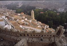 Vista del impresionante pueblo de Alcalá de Júcar desde lo alto de la fortaleza construida por los almohades entre el s.XII y s.XIII