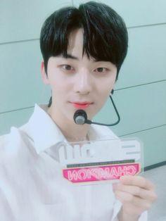 Minhyun - Show Champion Kim Jaehwan, Ha Sungwoon, Nu Est, Twitter Update, Pledis Entertainment, 3 In One, Jinyoung, My Sunshine, Boy Groups