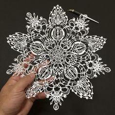 Mr. Riu, es un artista japonés que logra crear exquisitas imágenes con recortes de papel. Aquí 16 de sus mejores obras de arte.