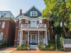 7 Bedroom/ 6 Bathroom Home in Historic Downtown Annapolis: Spacious and comfortable living in this large in-town brick home with off street parking for 1 car. Lovely private garden area for private outdoor relaxing.