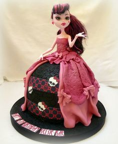 Draculaura Cake - my daughter would LOVE this :D