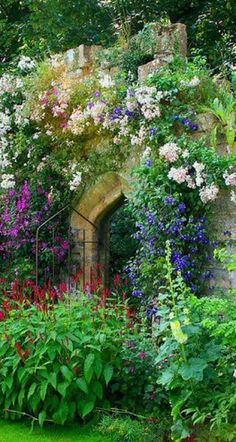 layering, love the secret garden/cottage garden feel Lush Garden, Garden Cottage, Dream Garden, Cottage Door, Big Garden, Garden Living, Garden Art, Beautiful Gardens, Beautiful Flowers