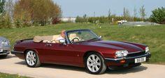 1992 #Jaguar #XJS 5.3 V12 Convertible collectors item Meer informatie op onze website: www.aeen.nl Deze unieke Jaguar is volledig gedocumenteerd. Van aankoop tot tankbonnetje is aanwezig. Dit is de auto om uw verzameling compleet te maken. MET VRIENDELIJKE GROET, PATRICK OOSTERVEER Prijs: € 19.950,- Tellerstand: 101.659 Bouwjaar: 1992 Brandstofsoort: Benzine Carrosserievorm: Cabriolet Aantal deuren: 2 Motorinhoud: 5.343 cc Aantal cilinders: 12 Vermogen: 217 kW (295 PK) Kleur: Rood Bekleding…