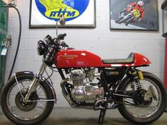 Equipped with some of the prettiest exhaust headers of the 70s, the Honda CB400F was a fairly standard evolution of the 350, though it did get a sixth cog in the gearbox. Here's an example th…