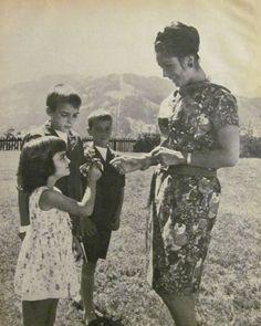 Elizabeth Taylor with her kids