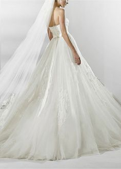 Chic Tulle Ball Gown Strapless Wedding Dress With Lace Appliques,Beadings and Rhinestones