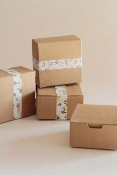 boites dragées/ box favor  http://atmospheremariages.fr/644-2158-thickbox/dragee-decoration-mariage-boite-kraft-rustique-marron-naturel.jpg