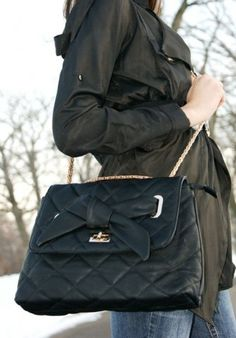 Cute! AND it has a long enough strap to cross over! :D