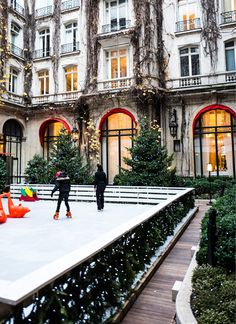 It's Christmas Once Again in Paris